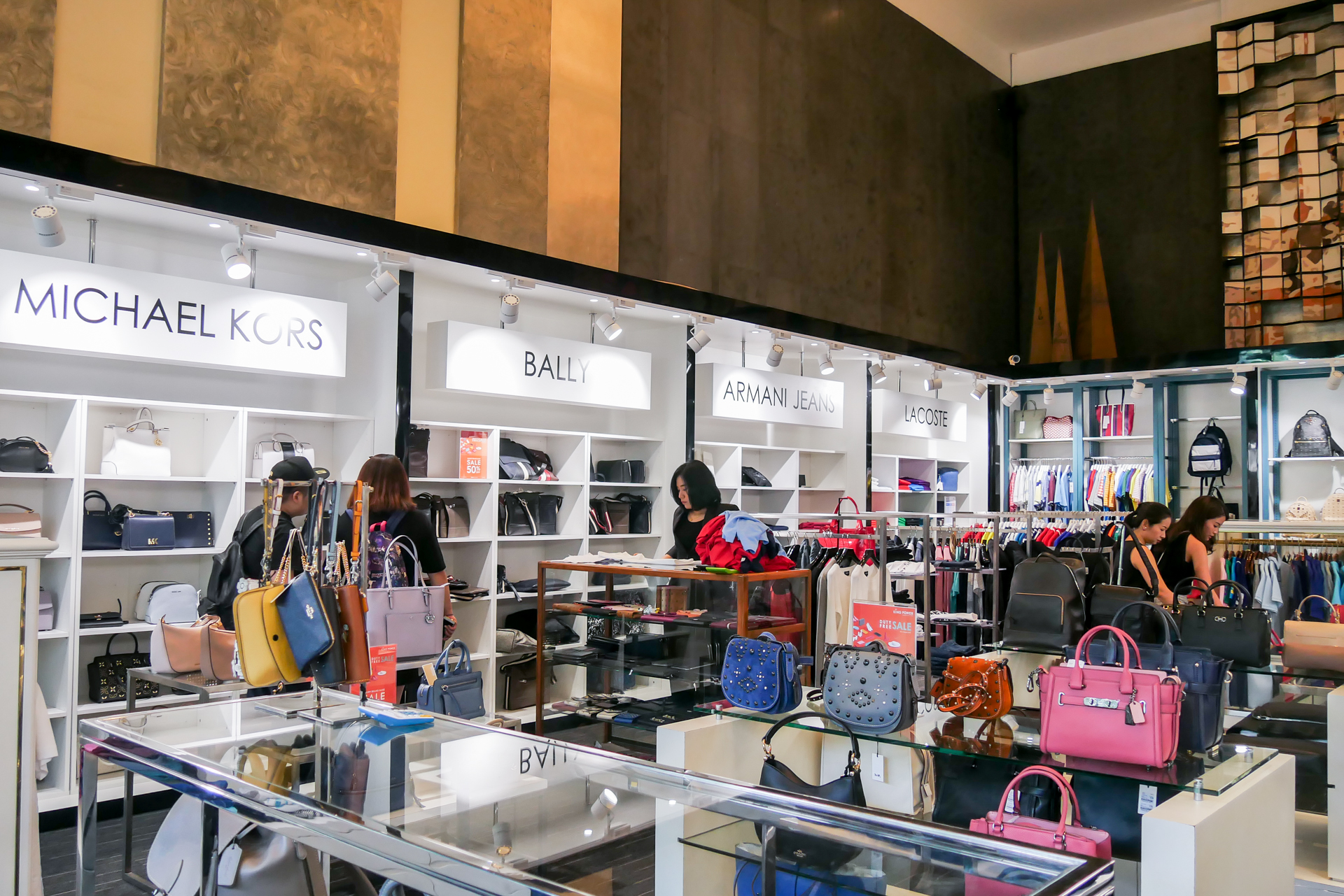 SHOP before you FLY @ King Power POP-UP store!